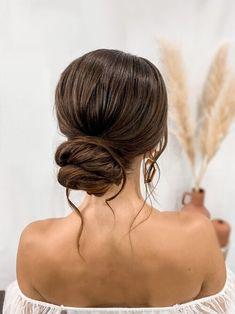 Quince Hairstyles, Ball Hairstyles, Wedding Bun Hairstyles, Bun Hairstyles For Long Hair, Homecoming Hairstyles, Bridesmaids Hairstyles, Simple Bride Hairstyles, Bridesmaid Hair Bun, Formal Hairstyles
