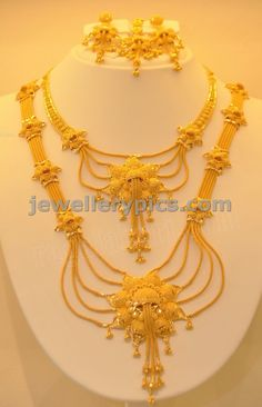 Image from http://diamantbilds.com/wp-content/uploads/2015/03/latest-gold-necklace-designs-in-grt-ring-designs--khazana-jewellery-ring-designs.jpg.