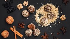 Milujete vůni perníkového koření, sladkost medu a výraznou chuť vlašských ořechů? Nemáte čas ani chuť pouštět se do pečených druhů cukroví, ale rádi byste nějakou sváteční sladkost přece jen vyrobili? Zkuste naše medové kuličky – jsou mimořádně snadné a naprosto vynikající. Baby Food Recipes, Yummy Food, Cookies, Chocolate, Breakfast, Advent, Recipes For Baby Food, Crack Crackers, Morning Coffee