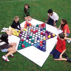 Over 30 of the BEST Backyard Games. These backyard games are great for kids but make for great outdoor games for adults also. Have fun! Giant Yard Games, Backyard Games, Lawn Games, Giant Outdoor Games, Outdoor Wedding Games, Outdoor Play, Diy Games, Party Games, Cool Diy