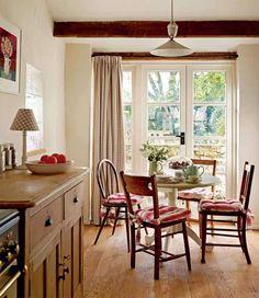 mi piace questa casa...profuma di autunno, di tanti graziosi particolari..di famiglia e di armonia..       nulla di lussuoso...oggetti se...