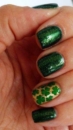 Patrick's Day shamrock nails, DIY St Patrick's Day manicure, St. Patricks' Day makeup ideas www. Nail Art Designs, Simple Nail Designs, Nails Design, How To Do Nails, Fun Nails, Irish Nails, St Patricks Day Nails, Saint Patrick, Super Nails