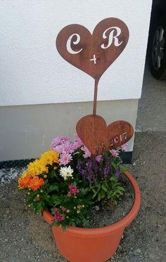 personalisiertes Herz in Edelrostoptik als Geschenk oder Dekoration/ Preise auf www.metalltechnikmp.wordpress.com Planter Pots, Wordpress, Personalized Wedding Gifts, Heart, Shop Signs