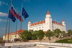 Výsledok vyhľadávania obrázkov pre dopyt slovenský hrad Bratislava, Taj Mahal, Cathedral, Mansions, House Styles, Building, Nasa, Travel, Viajes