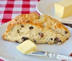 Lemon Raisin Scones - best served warm from the oven with real dairy butter slowly melting through them. These fragrant, satisfying scones are sure to be the hit of any weekend brunch. Rock Recipes, Fruit Recipes, Easy Recipes, Recipies, Raisin Scones, Raisin Sec, Newfoundland Recipes, Brunch, Tea Biscuits
