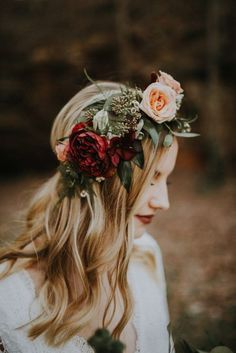 Autumn bride - flower crown - wedding day - ceremony - red flowers - greenery - bohemian bride - bridal style - winter - fall