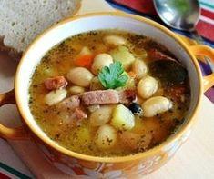 Зимний наваристый ароматный суп с фасолью, рисом и колбасой, приготовленный в мультиварке способом медленной готовки