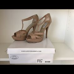 b779a42227ce Arturo Chiang Nude Patent Pumps Size 6.5