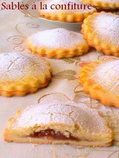 Discover recipes, home ideas, style inspiration and other ideas to try. Desserts With Biscuits, Cookie Desserts, Cookie Recipes, Dessert Recipes, Biscuit Cookies, Cupcake Cookies, Shortbread, Food Platters, French Pastries