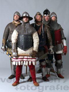 Good lookig garb! Sweet helmets and nice dags!