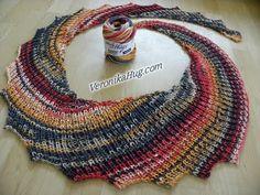 Stricken - Drachenschal PADUA Patentmuster - Woolly Hugs 06 - Veronika Hug - You. Poncho Knitting Patterns, Shawl Patterns, Knitting Stitches, Knitted Shawls, Crochet Scarves, Crochet Shawl, Knit Crochet, Knitting Short Rows, Knitting