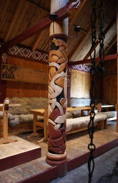 Love the design of the wall and the pillar Viking House, Viking Life, Viking Power, Viking Hall, Vikings, Medieval, Viking Culture, Long House, Little Acorns