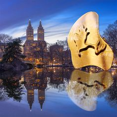"""Pendiente """"THE LAKE"""" de Catalina D'Anglade. Cápsula inspirada en los lagos de Central Park de New York. Cata, Central Park, Collages, Earrings, Gold, Lakes, Ear Rings, Stud Earrings, Collagen"""