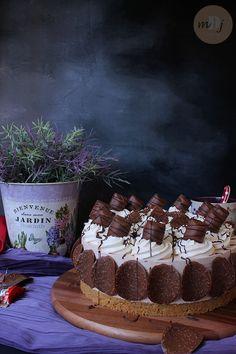 Cheesecake de Kinder Chocolate y Kinder Bueno (sin horno) - Mis Dulces Joyas Cheesecake Cake, Cheesecakes, Tartan, Cupcake Cakes, Bakery, Birthday Cake, Cooking, Desserts, Food