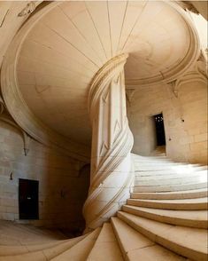 Double helix spiral staircase attributed to Leonardo De Vinci, located at the Château de Chambord. The castle is located at Château, 41250 Chambord, France and construction officially began in Art Et Architecture, Beautiful Architecture, Beautiful Buildings, Architecture Details, Beautiful Places, Beautiful Stairs, Renaissance Architecture, Contemporary Architecture, Simply Beautiful