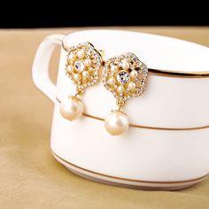 elegant Simulated-pearl Flower  Stud Earrings for banquet