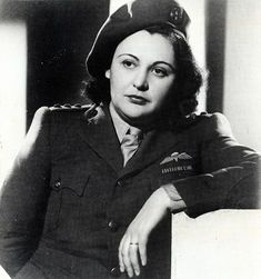Glamorous: Nancy Wake was the most famous member of the French Underground movement and delayed the SS Panzer Division heading towards Normandy by 16 days Let's all salute her - an amazing gutsy lady. Isabel Martinez, Nancy Wake, Brave Women, Historical Women, Badass Women, Women In History, Famous Women, World War Two, Amazing Women