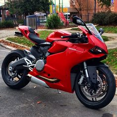 """DUCATI 899 PANIGALE . FOR NEWEST T SHIRTS PRESS LINK IN BIO OR FOLLOW @divinebikers FOR INFO!"""