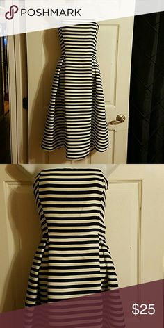 WOMEN'S DRESS Womens Navy Blue and white striped strapless dress. Has pockets on sides and zips up the back. Only worn once. Size large Dresses Strapless