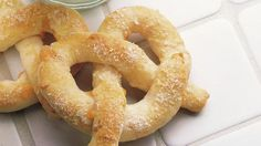 Squirt 'em with mustard or extra cheese, or eat these easy-to-make treats plain! Pretzels Recipe, Homemade Pretzels, Soft Pretzels, Great Recipes, Favorite Recipes, Bread Rolls, Cheese Recipes, Finger Foods, Essen