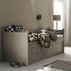 Kajuit bed van Alta meubelen, dit Nederlandse kwaliteit merk maakt een grote collectie van massief grenenhout. Het is bed is dus zo gemakkelijk aan iedere stijl en kamer aan te passen. Elk bed is d... Decor, Furniture, Storage Bench, Bedroom Design, Home Decor, Bed, Storage, Bench, Bedroom