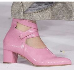 Emilia Wickstead at London Fashion Week Fall 2018 - Details Runway Photos Sock Shoes, Shoe Boots, Shoes Sandals, Heels, Types Of Shoes, Beautiful Shoes, Shoe Game, Designer Shoes, Me Too Shoes