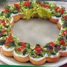 Discover thousands of images about 10 Christmas Appetizer Recipes – Planning the Christmas dinner menu? Start the festivities deliciously with a great selection of tasty Christmas appetizers. Christmas Party Food, Christmas Cooking, Christmas Goodies, Christmas Treats, Holiday Treats, All Things Christmas, Holiday Recipes, Christmas Holidays, Christmas Cheese