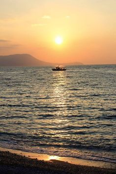 Sunset with a fishing boat Dusk To Dawn, Fishing Boats, Beautiful Flowers, Sunrise, Celestial, Nature, Outdoor, Outdoors, Naturaleza
