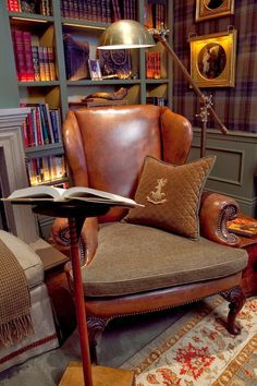Cozy Reading Room For Your Interior Home Design 21 Cigar Room, Home Libraries, Wood Interiors, Architecture Interiors, Home And Deco, My Living Room, Ralph Lauren Home Living Room, Plaid Living Room, My New Room