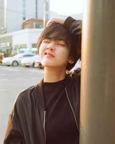 Ideas for hair short girl pixie tomboys Cute Korean, Korean Girl, Asian Girl, Girl Short Hair, Short Girls, Shot Hair Styles, Peinados Pin Up, Korean Actresses, Ulzzang Girl