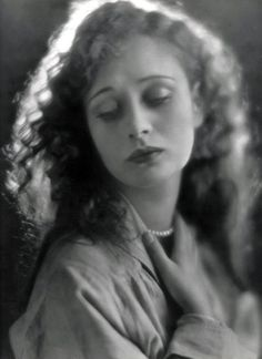 """wehadfacesthen: """" Dolores Costello, silent film star, wife of John Barrymore, grandmother of Drew Barrymore, 1926 """" Old Hollywood, Golden Age Of Hollywood, Hollywood Glamour, Classic Hollywood, Dolores Costello, Drew Barrymore, Barrymore Family, Silent Film Stars, Movie Stars"""