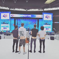 The Vamps featuring James McVey's butt, Connor Ball's butt, Tristan Evans' butt, and Bradley Will Simpson's all too familiar butt. Bradley Simpson, Bradley The Vamps, Will Simpson, New Hope Club, 1d And 5sos, Pierce The Veil, My Heart Is Breaking, Hot Boys, Music Bands