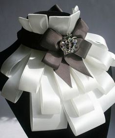pattern frill of ribbons. Discussion on LiveInternet - Russian Service Online Diaries Fashion Details, Diy Fashion, Trendy Fashion, Fashion Design, Faux Col, Mode Latex, Tie Crafts, Diy Accessoires, Neck Piece