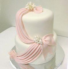 Fondant Ruffles, Pleats & Drapes: A Craftsy Cake Decorating Class Fondant Wedding Cakes, White Wedding Cakes, Purple Wedding, Gold Wedding, Beautiful Cakes, Amazing Cakes, Fondant Ruffles, Ruffle Cake, Chocolate Hazelnut Cake