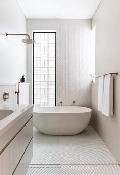 Are you and your bathroom the right candidates for a sleek minimalist setting? Contemporary bathroom, as well as a minimalist bathroom, is a perfect example of the interior perfection to optimize the space and maximize the appearance with a minimum Wet Rooms, Bad Inspiration, Bathroom Inspiration, Bathroom Renovations, Home Remodeling, Remodel Bathroom, Chalet Design, Bathroom Photos, Bathroom Ideas