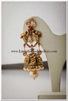 Beautiful Gold earrings embellished with sparkling , you can't take your eyes off. Gold Jhumka Earrings, Gold Earrings Designs, Antique Earrings, Labret Jewelry, Simple Jewelry, Gold Jewelry, Jewelery, Best Jewellery Design, Indian Wedding Jewelry