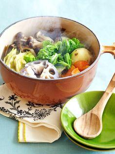 ブイヨンやブロスがなくても、昆布のうまみと旬の素材の甘み、そしてローレルの香りで、じんわりと体が温まるヘルシーなポトフに。|『ELLE a table』はおしゃれで簡単なレシピが満載!