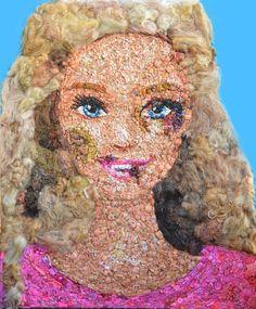 Barbie com hematomas chama atenção da violência contra mulher