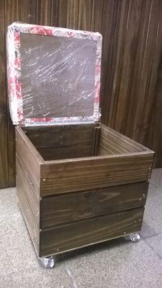 Puff Baú Madeira:    Tamanho: 47 cm de altura x 37 Largura  Material: madeira , tecido impermeável, rodinha de polipropileno.