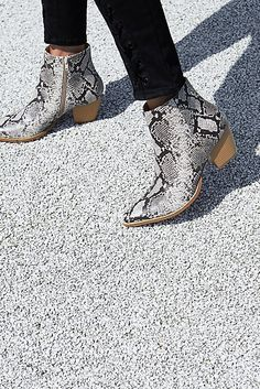 fef9a581be8 Slide View 1  Vegan Going West Boot Matisse Boots