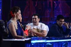 Jhalak Dikhhla Jaa 7: Salman Khan shares happy moments with other celebs on shoot! (View Pics) | PINKVILLA