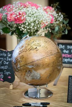 Love to travel? Have your wedding guests sign a globe! | Chiemi Photography