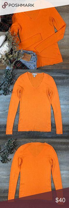 Banana Republic Knit Sweater Great orange Banana Republic light weight knit sweater! In excellent condition. 84% cotton, 16% wool. Size S. (G-19. B) Banana Republic Sweaters V-Necks
