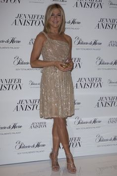 Jennifer Aniston debuts perfume in Mexico