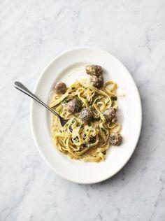 Jamie Oliver - Easy sausage carbonara