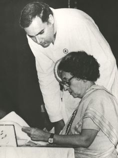 Rajiv Gandhi with mother Indira Gandhi at a Congress session in Bombay, 1983.