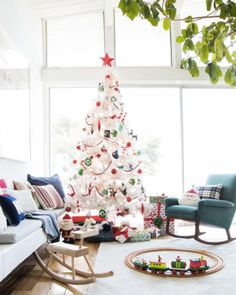 23 Christmas Tree Decorating Ideas To Steal From Instagram on domino.com