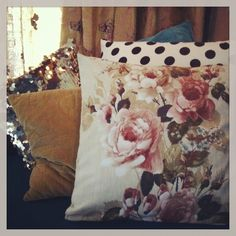 Custom made cushion cover with lovely flower print. We have the covers specially made for us out of original fifties fabric. The fabric is a very soft cotton.Size: 50 x 50cm(cushion excluded)