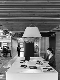 Connections Are Multiplying: Toronto's IA-Designed LinkedIn Office | A worktable features a plastic-laminate top. #interiordesign #interiordesignmagazine #design #offices #interiors @iaboston