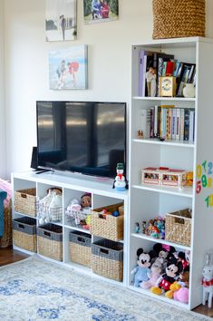 Gap Kids How I Store & Organize Jackie's Toys Toy Room Organization, Small Space Organization, Entryway Organization, Wood Kids Toys, Kids Toy Boxes, Minimalist Kids, Toy Shelves, Kid Toy Storage, Desk Storage